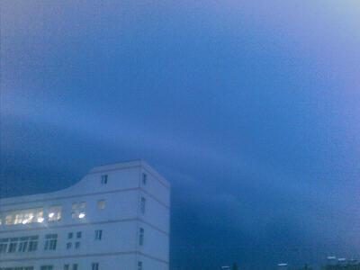 暴风雨前云风初