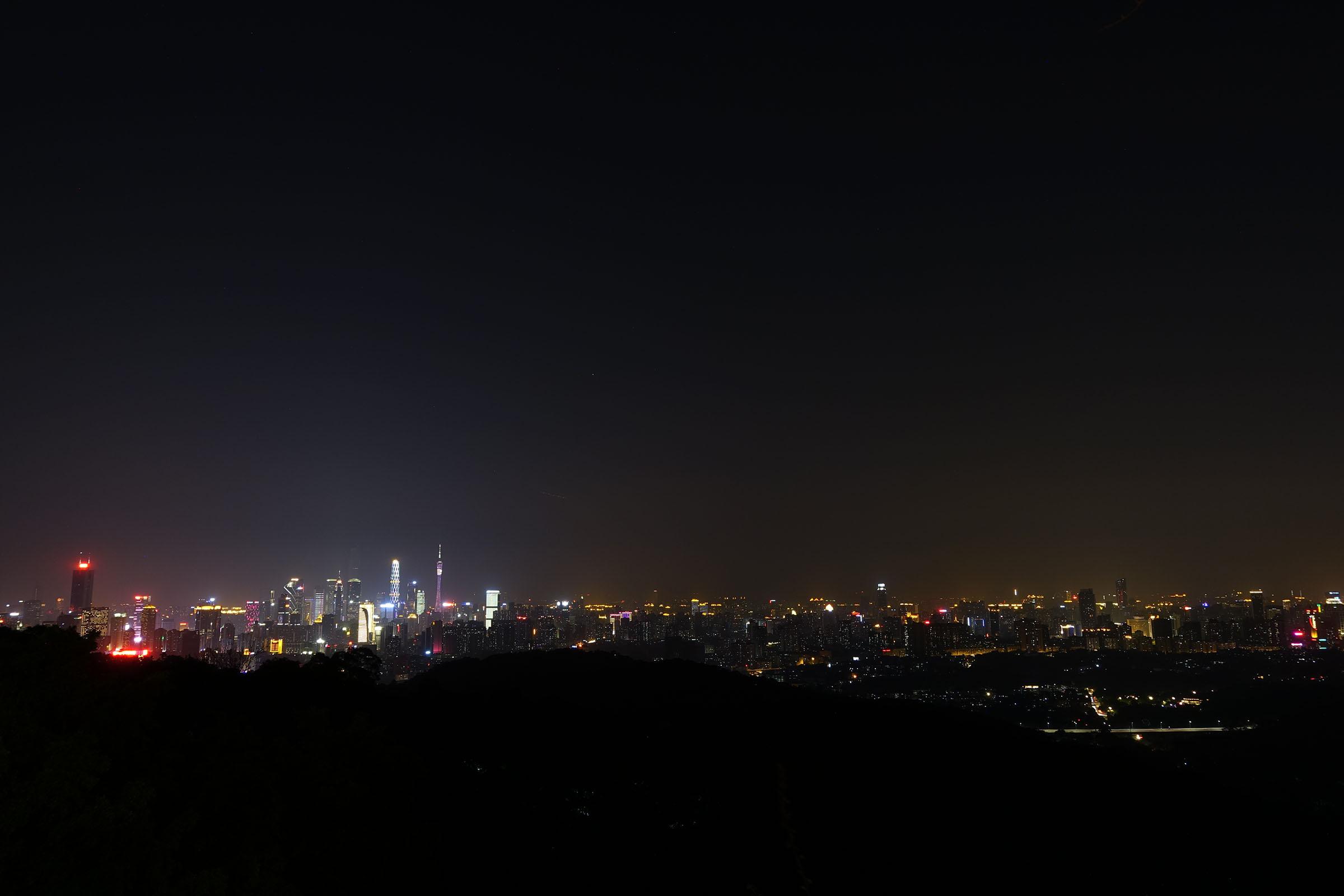 白云山夜景-从山顶平台,眺望