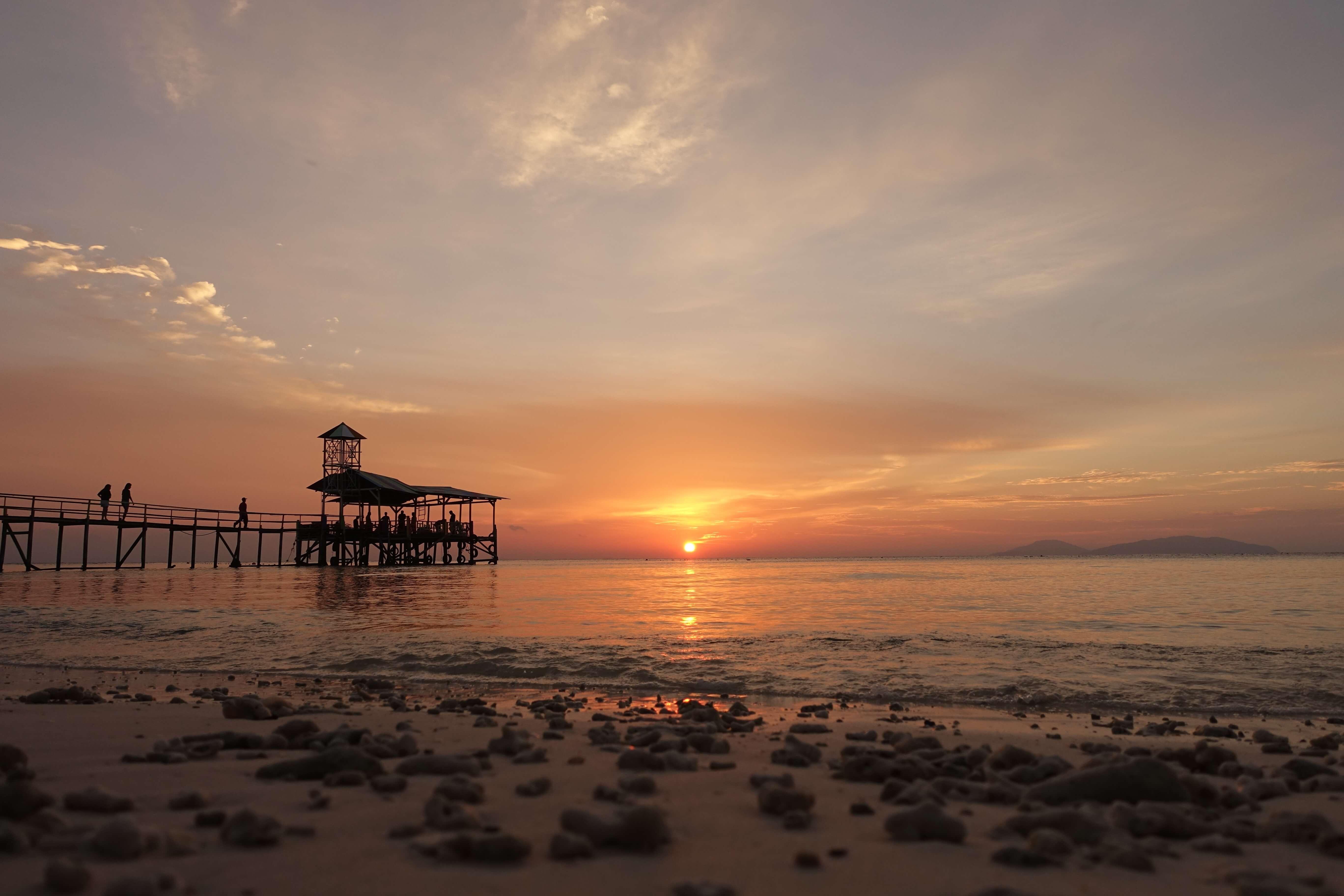 浪中岛日落